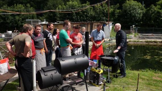 Grill und Barbecue Schule im Garten